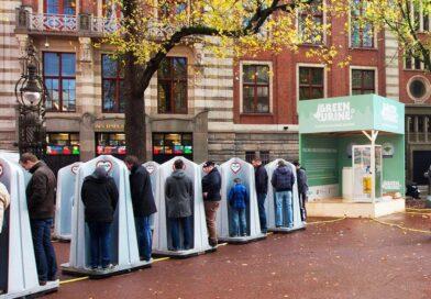 Один из самых необычных видов туалетов (писсуаров) в Амстердаме. полностью открытый туалет